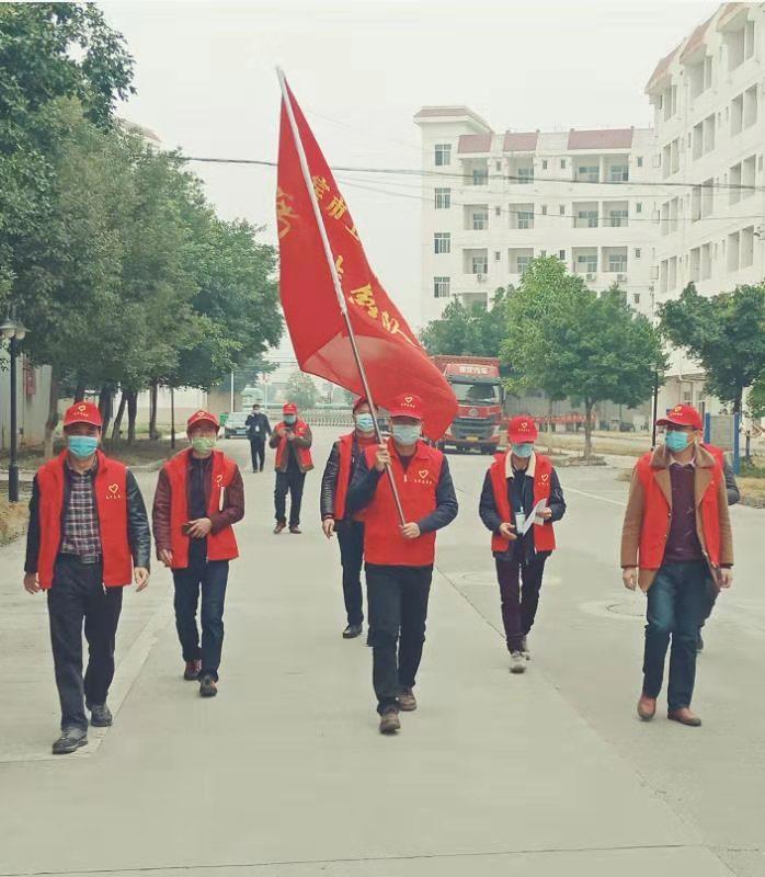 建开公司:党旗飘、战疫情